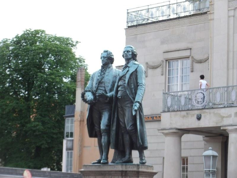 Standbild_Goethe_und_Schiller